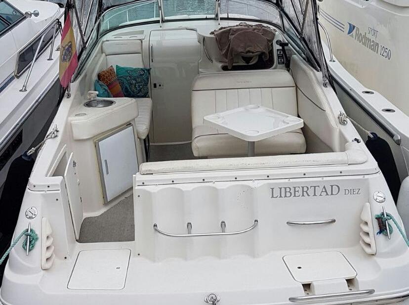 boat lovitcharter MONTEREY 262 CRUISER interior