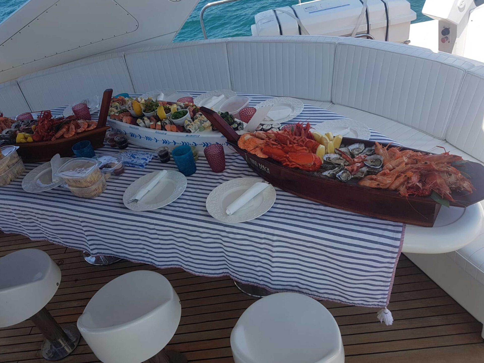 boat lovitcharter FALCON 100 interior 2
