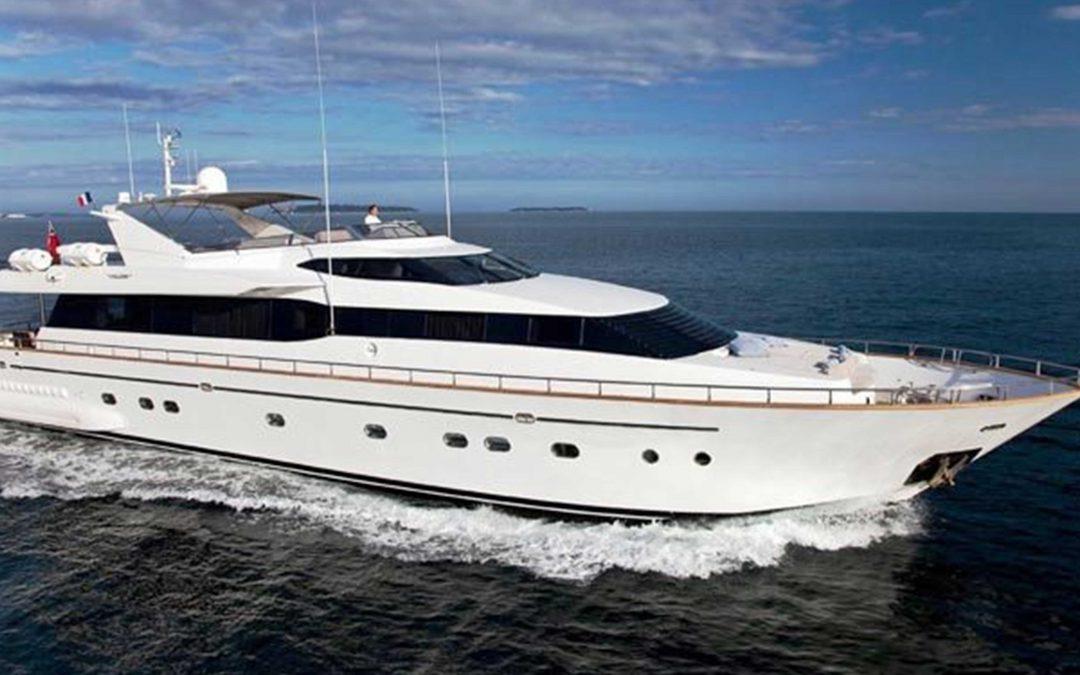 boat lovitcharter FALCON 100