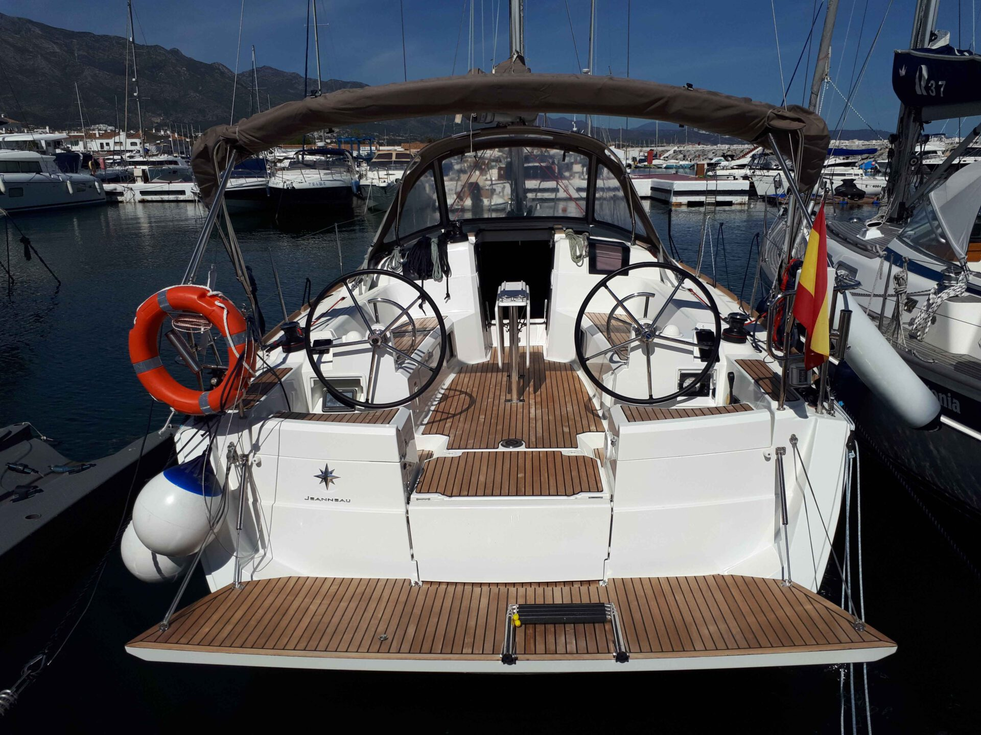 Boat lovitcharter JEANNEA SUN ODYSSEY 389 interior