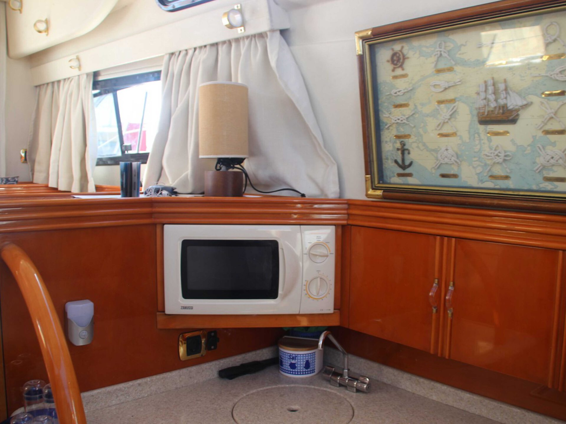 boat lovitcharter ASTONDOA 36 AS interior 2