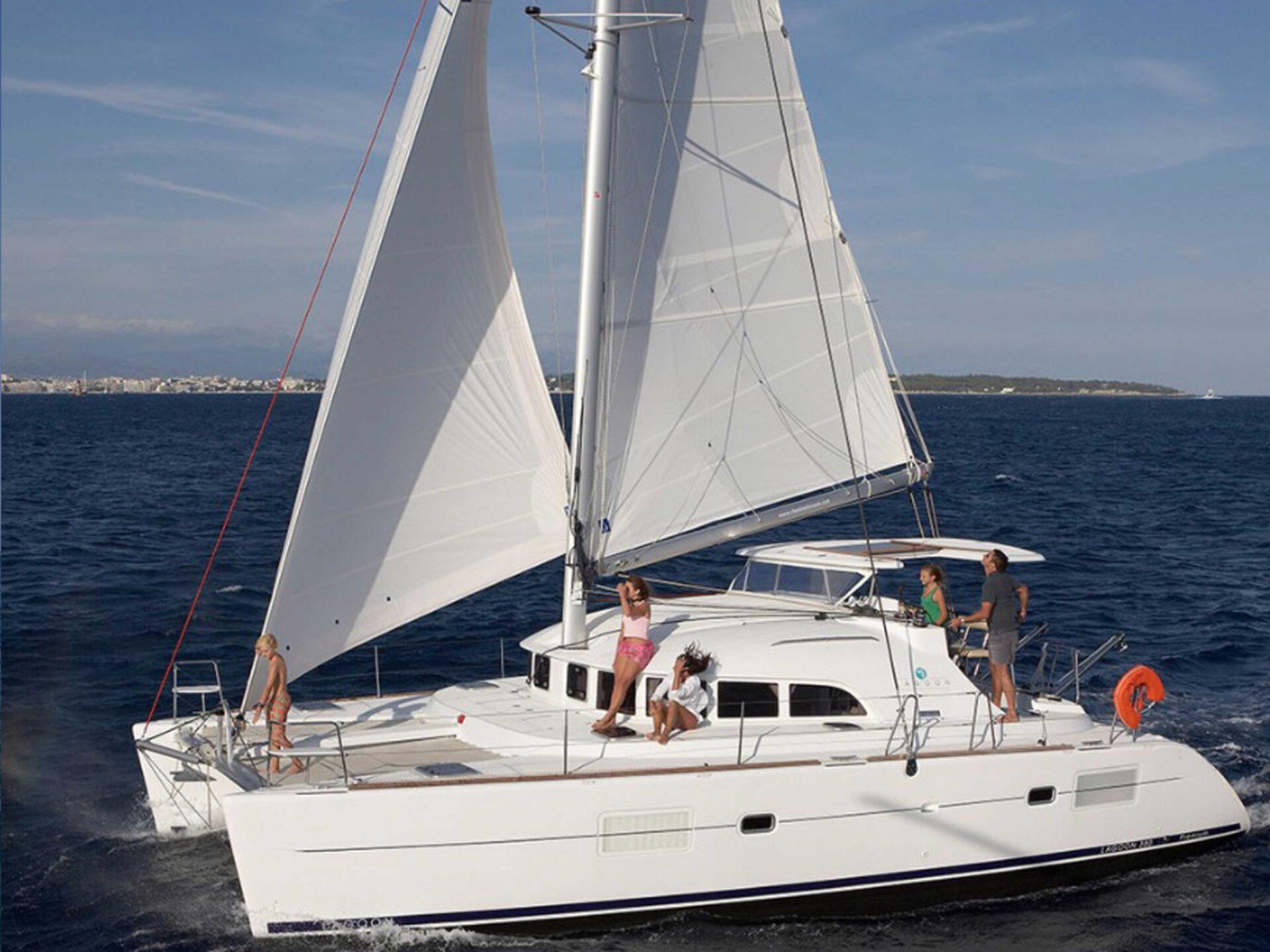 boat lovitcharter LAGOON 380