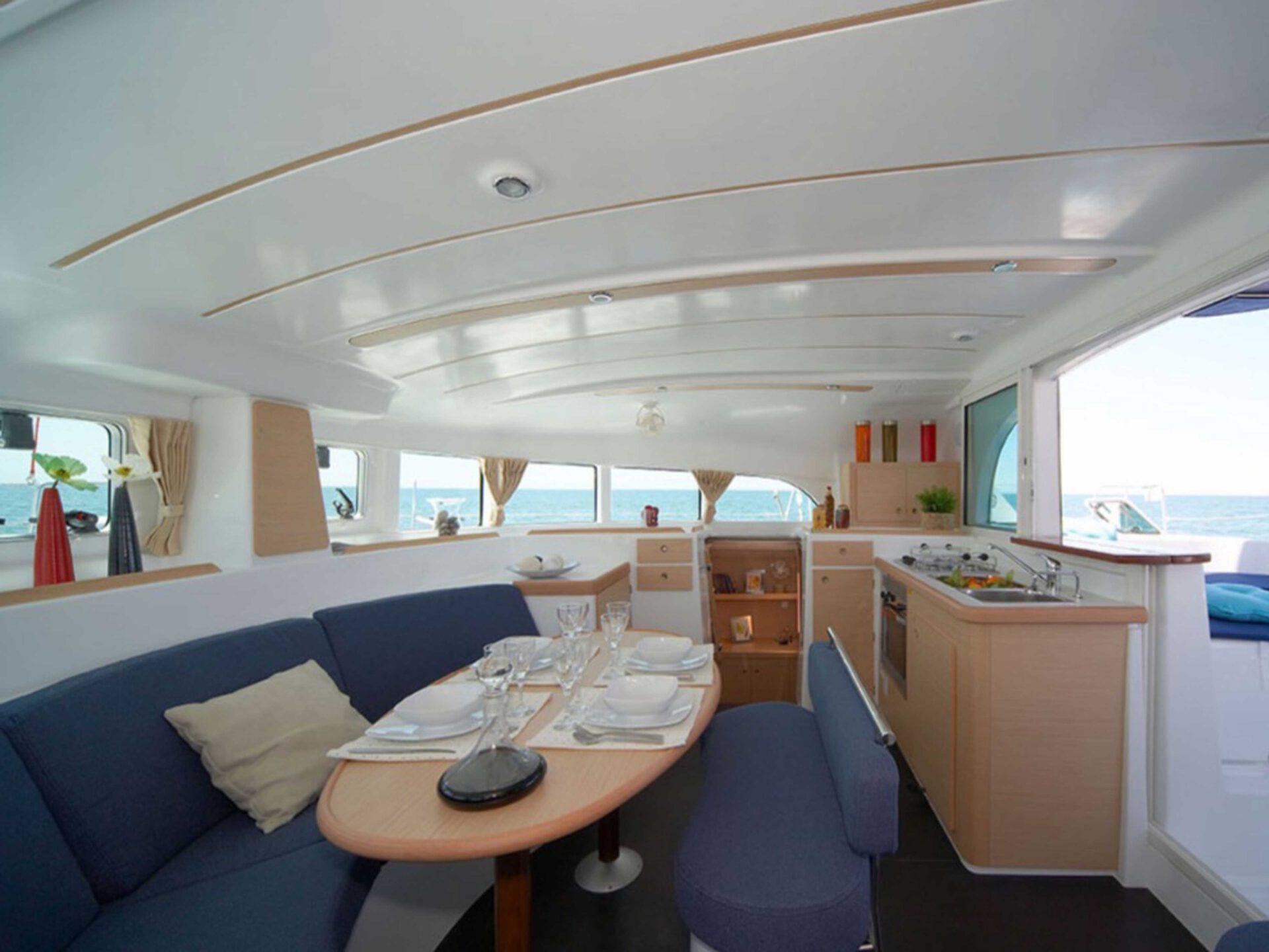 boat lovitcharter LAGOON 380 interior