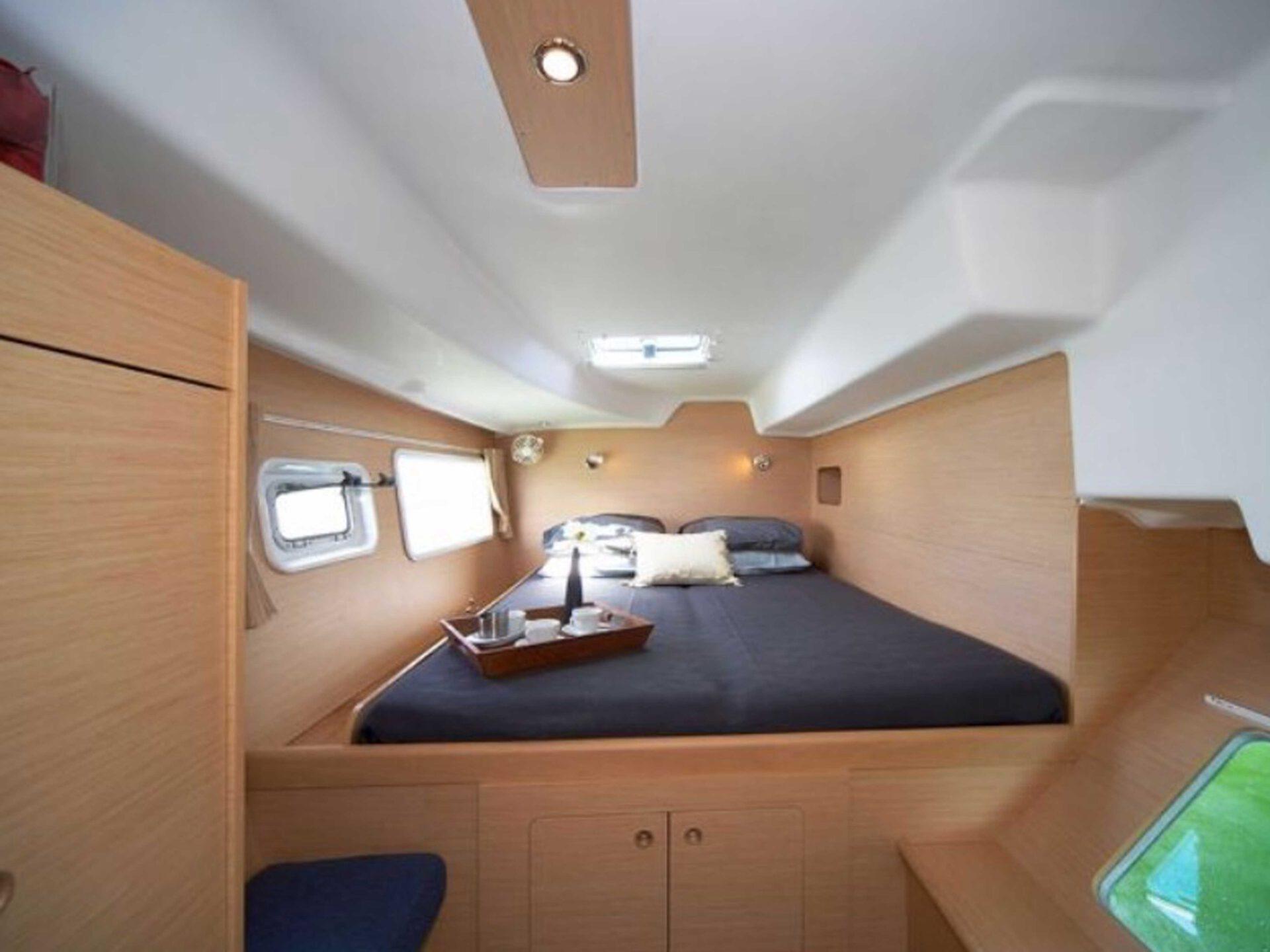 boat lovitcharter LAGOON 380 interior 3