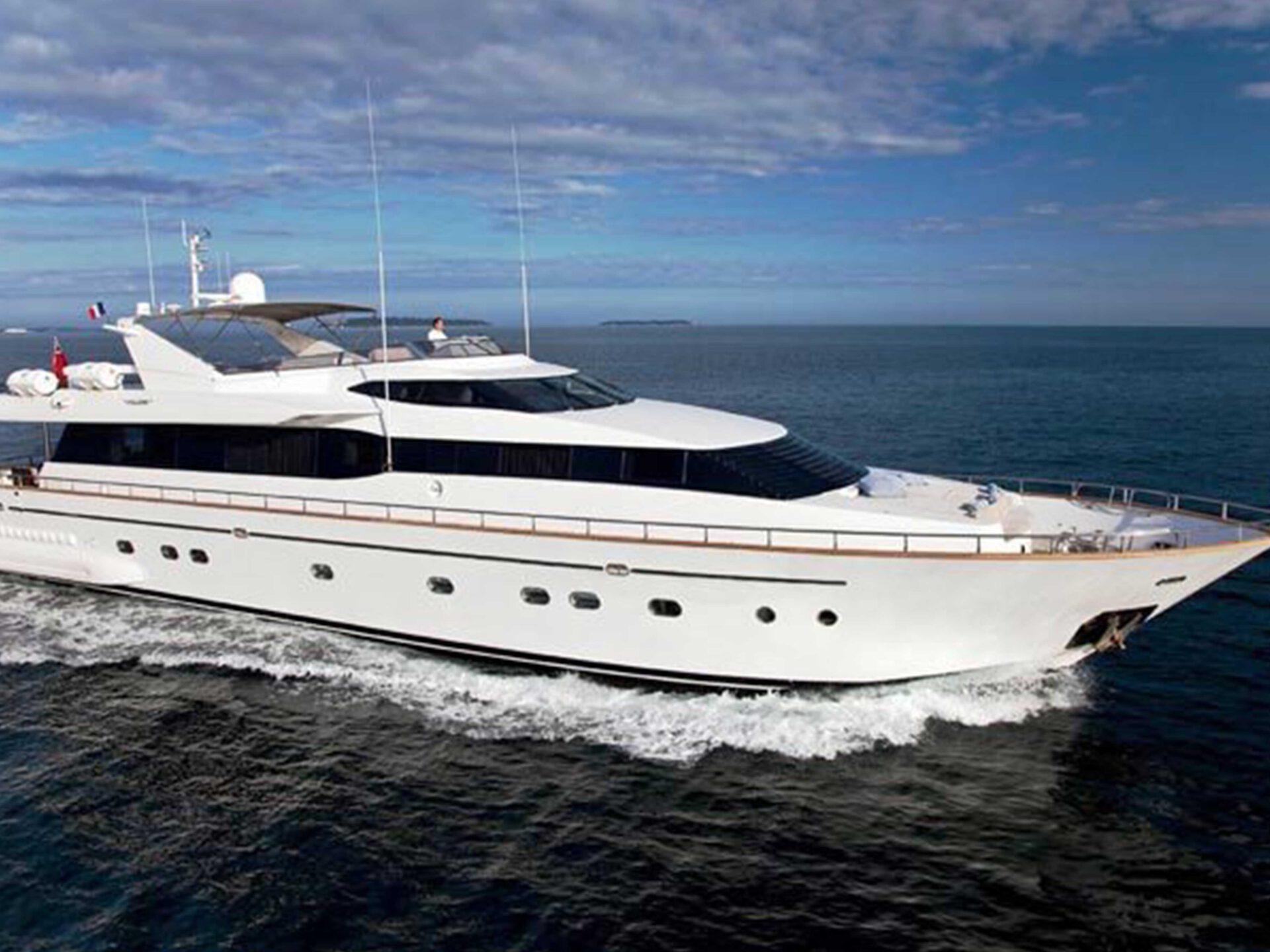 boat lovitcharter cruiser